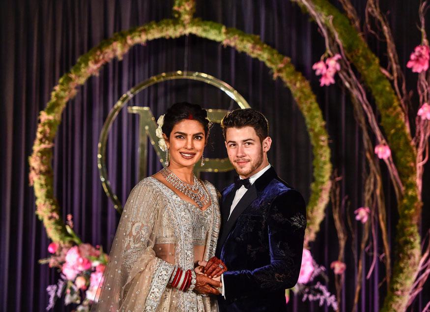 अभिनेत्री प्रियांका चोप्रा अमेरिकन सिंगर निक जोनासशी डिसेंबर 2018 मध्ये विवाहबंधनात अडकली. त्यामुळे प्रियांकाचा हा पहिला करवा चौथ आहे