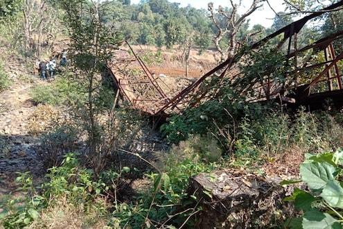 अंत्ययात्रा जात असतानाच पूल कोसळला, मृतदेहासह 25 जण नदीत पडले