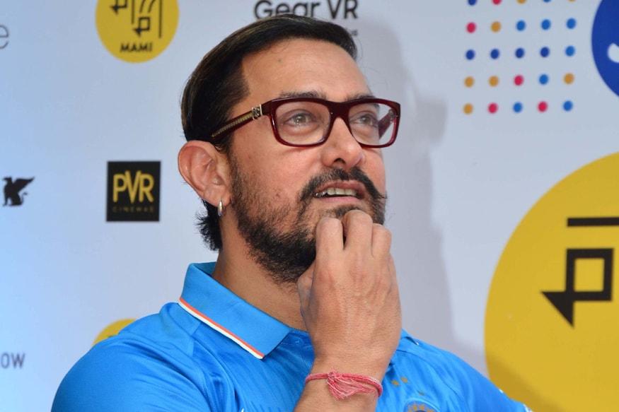 अभिनेता आमिर खान हा मोजकेच सिनेमा करण्यासाठी ओळखला जातो. आमिर खान या यादीत सहाव्या स्थानी असून 97.50 कोटी एवढी त्याची वार्षिक कमाई आहे.
