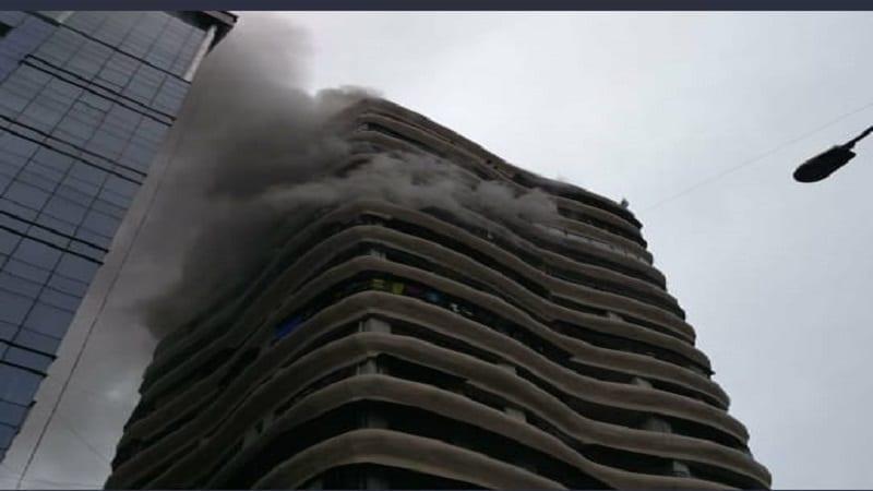 क्रिस्टल टॉवरच्या आगीत 4 जणांचा मृत्यू - 22 ऑगस्ट 2018 रोजी मुंबईतल्या परळ येथील क्रिस्टल टॉवरच्या 12 व्या मजल्याला सकाळी आग लागली होती. या आगीत चार जणांचा मृत्यू झाला होता. वृद्ध महिला आणि पुरूष यांचा लिफ्टमध्ये गुदमरून मृत्यू झाला होता. तर दोघांचा आगीत जळून मृत्यू झाल्याचं समोर आलं. विशेष म्हणजे, यापैकी 25 जणांना वाचवण्या जवानांना यश आले होते. याच इमारतीत राहणाऱ्या झेन नावाच्या चिमुरडीने आपल्या कुटुंबीयांसह 8 जणांचे प्राण वाचवले होते.