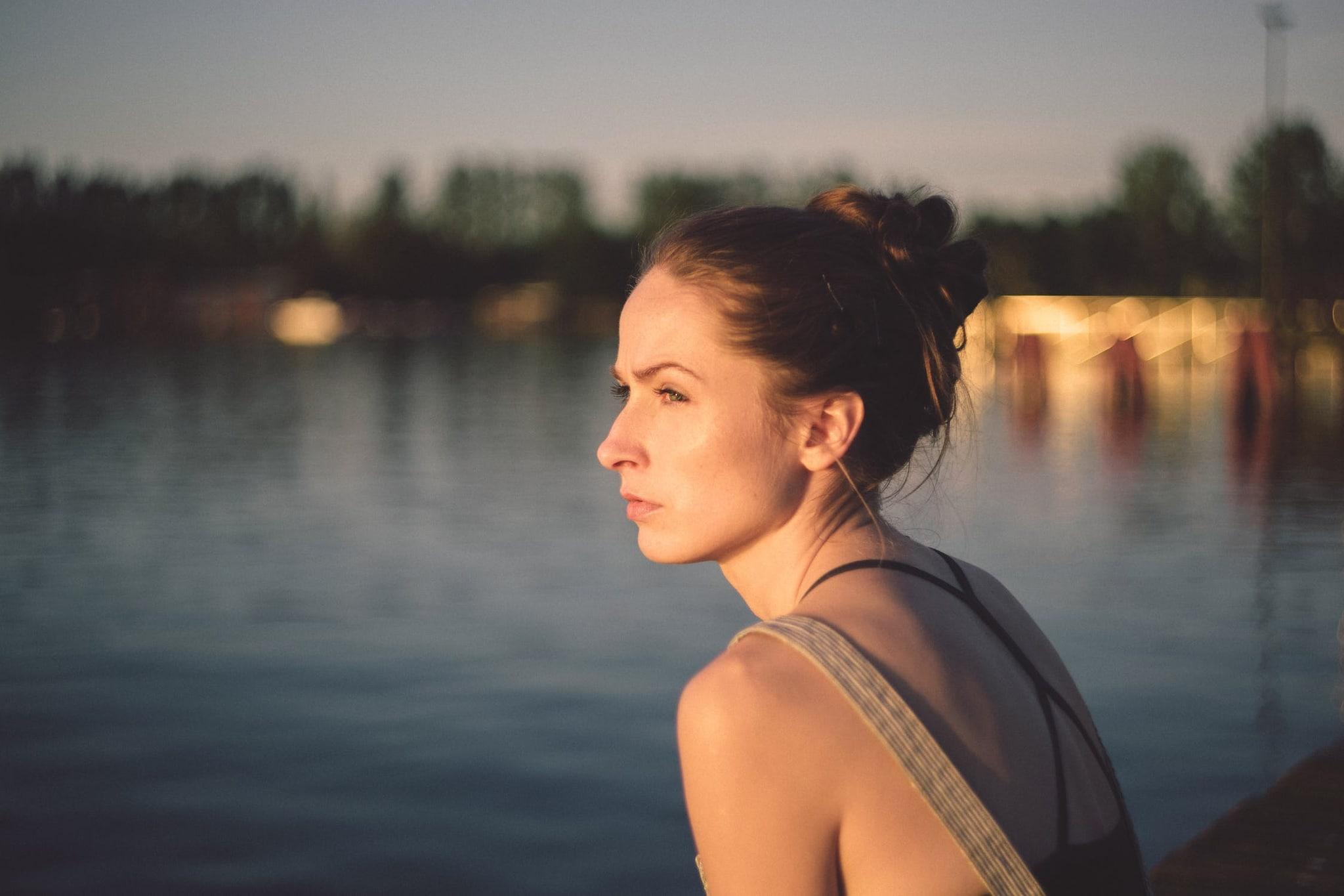 एका संशोधनात हे सिद्ध झालं आहे की, एकटेपणामुळे हृदयविकाराचा झटका येण्याचा धोका ४० टक्क्याने वाढतो. तसेच नैराश्यचा धोकाही वाढतो. त्यामुळे कर्करोगापेक्षाही जास्त धोकादायक आहे एकटेपण.