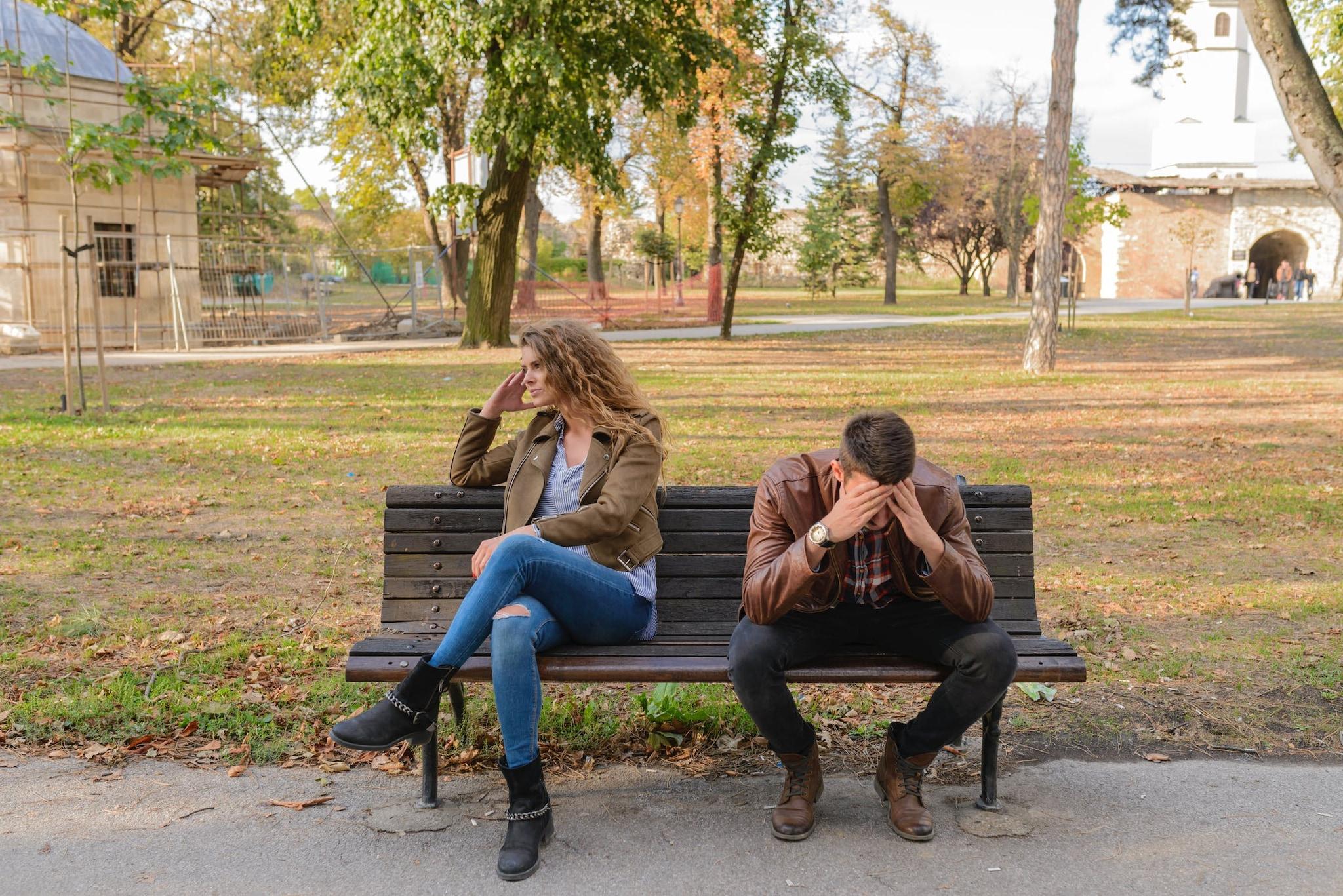 पुरुषांना आपल्या मुठीत ठेवणाऱ्या किंवा फार स्त्रीवादी महिलांना डेट करायला पुरुषांना आवडत नाही.