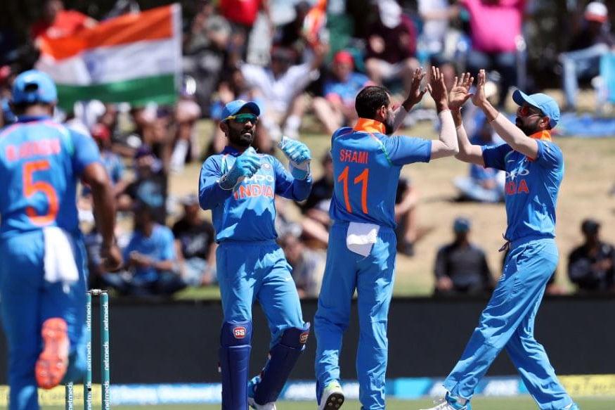 भारताला मालिकेत 3-0 ने विजयी आघाडी घेतली आहे. यात भारताचा गोलंदाज मोहम्मद शमीने चमकदार कामगिरी केली. त्याने तिसऱ्या सामन्यात 9 षटकांत 41 धावा देत तीन गडी बाद केले.