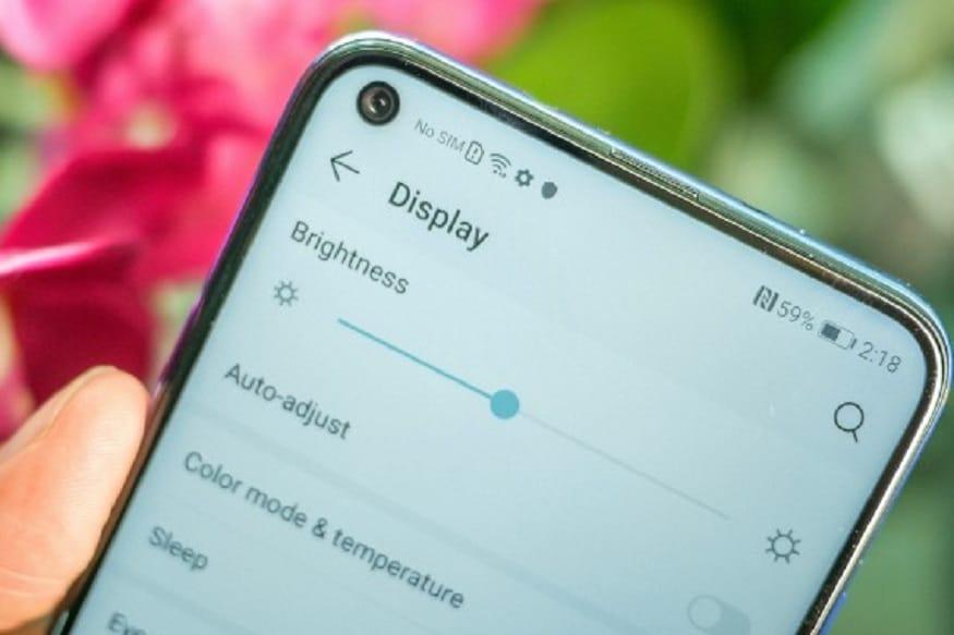 ऑनर कंपनीच्या या फोनचा डिस्प्ले 6.4 इंच इतका आहे. यात फुल एचडी + टीएफटी डिस्प्ले आहे. हा फोन 6GB रॅम + 128GB इंटर्नल स्टोरेज आणि 8GB रॅम + 128GB स्टोरेजमध्ये उपलब्ध आहे.