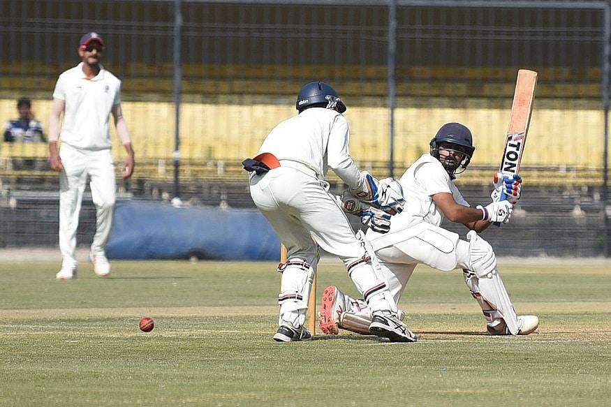 क्रिकेटमध्ये दररोज अनेक विक्रम बनतात आणि मोडलेही जातात. सध्या देशात रणजी क्रिकेटचा फिव्हर आहे. नुकत्याच खेळल्या गेलेल्या रणजी सामन्यात एक विचित्र विक्रम मध्य प्रदेशच्या नावावर झाला. 3 बाद 34 धावांनंतर अख्खा संघ 35 वर गुंडाळला.