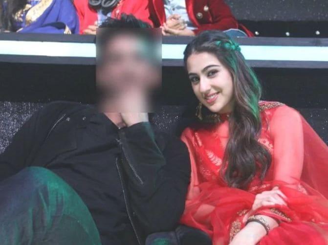 बॉलिवूडमध्ये कमीत-कमी वेळात प्रसिद्ध होणारी सारा अली खान ही सगळ्यात पहिली लहान स्टार आहे. केदारनाथ सिनेमातून साराने सुशांत सिंह राजपूतसोबत बॉलिवूडमध्ये एण्ट्री केली आहे. दोघांच्या केमिस्ट्रीला प्रेक्षकांनी भरभरून प्रेम दिलं.