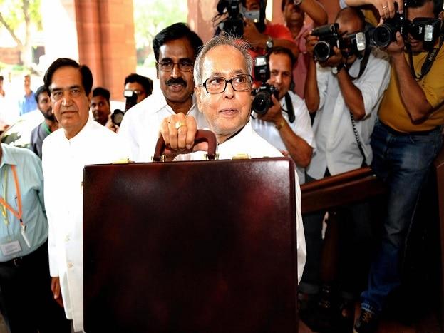 अर्थमंत्री शणमुखम यांनी वापरलेल्या बजेट बॉक्सचे रुपांतर पुढे बजेट सुटकेसमध्ये झाल्यामुळे भारतातील मंत्र्याच्या सुटकेसच्या रंगात आणि शेडमध्ये जरा फरक दिसून येतो. भारताचे माजी राष्ट्रपती प्रणब मुखर्जी यांनी युपीए सरकारच्या काळात अर्थमंत्री असताना अगदी ग्लॅडस्टन सारखं बजेट बॉक्स वापरलं होतं.