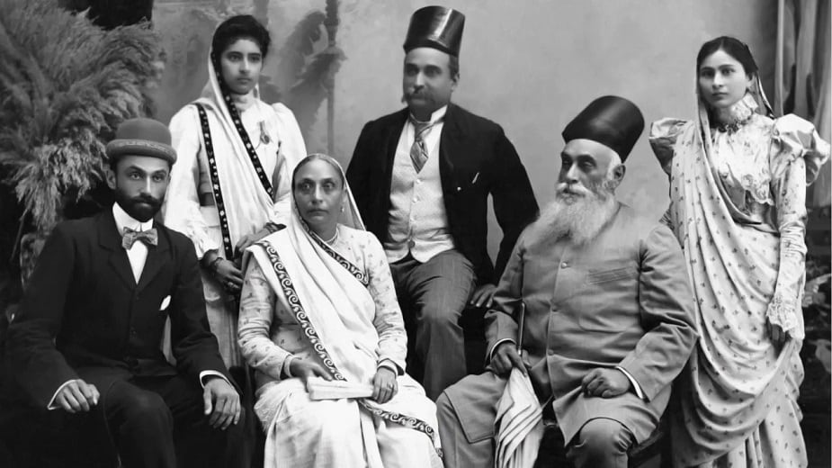 एकदा ब्रिटनच्या दौऱ्यावर असताना जमशेटजींनी लँकेशायर कॉटन मिलला भेट दिली. कापड उद्योग भारतात आणण्याचा त्यांनी चंग बांधला. 1877 मध्ये भारतातील पहिली कापड मिल सुरू झाली.