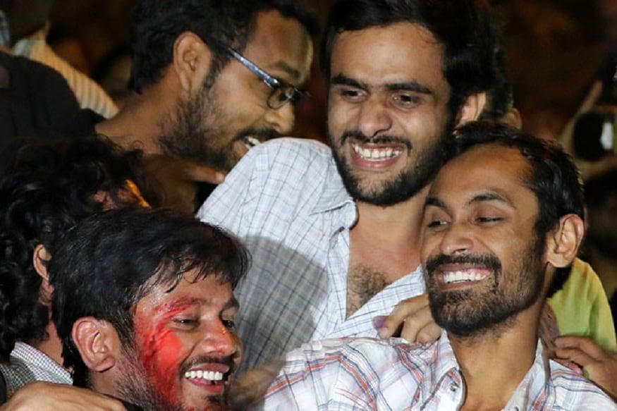 दिल्लीतल्या प्रसिद्ध जवाहरलाल नेहरू विद्यापीठात (JNU) 9 फेब्रुवारी 2016 मध्ये देशविरोधी घोषणा दिल्या प्रकरणी दिल्ली पोलिसांच्या विशेष शाखेने 1200 पानांचं आरोपपत्र सोमवारी न्यायालयात दाखल केलं. कन्हैया कुमार, उमर खालिद आणि अनिर्बान भट्टाचार्य सहीत 10 जणांचा त्यात समावेश आहे.