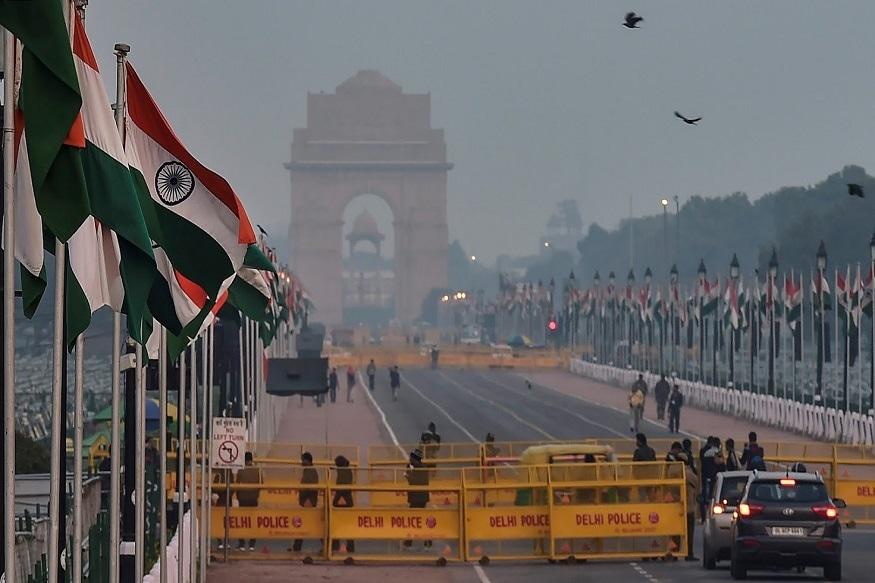 देशात सर्वत्र ७० वा प्रजासत्ताक दिन साजरा केला जात आहे. यानिमित्त दिल्लीत राजपथावर विविध कार्यक्रमांचे आयोजन करण्यात आलं आहे.
