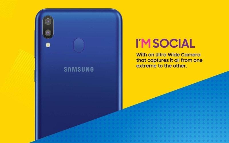 amazon वर दिलेल्या माहितीनुसार, या फोनमध्ये वॉटरड्रॉप इनफिनिटी-व्ही डिसप्ले आहे. रिपोर्टनुसार, Galaxy M10 आणि Galaxy M20 स्मार्टफोन एक सारखेच असणार आहे. दोन्हीही फोनमध्ये बारीक बेजल्स आणि LCD डिसप्ले आहेत.