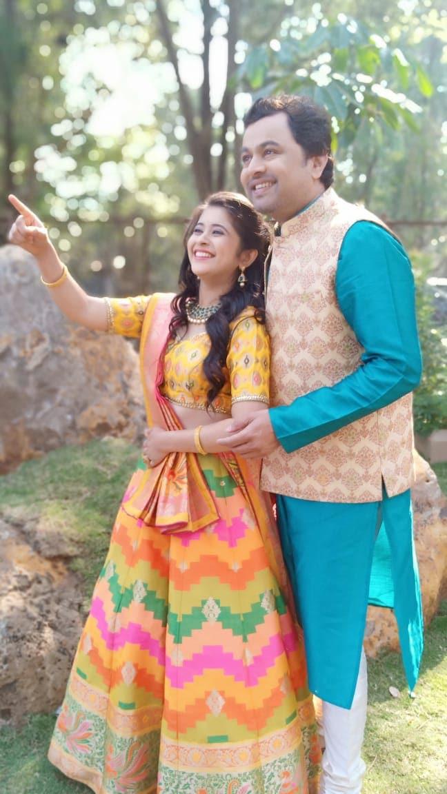 विक्रांत आणि ईशाच्या लग्नाचा सोहळा अगदी शाही पद्धतीनं होतोय. या लग्नाचे फोटो आता व्हायरल झालेत.
