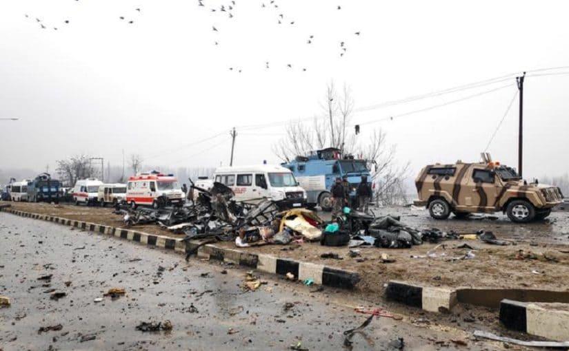 सीआरपीएफ जवानांच्या ताफ्यात आईडी स्फोट घडवून दहशतवादी हल्ला केल्यानंतर पुलवामा पुन्हा चर्चेत आलं आहे. या दहशतवादी हल्ल्यात 40 जवान शहीद झाले.
