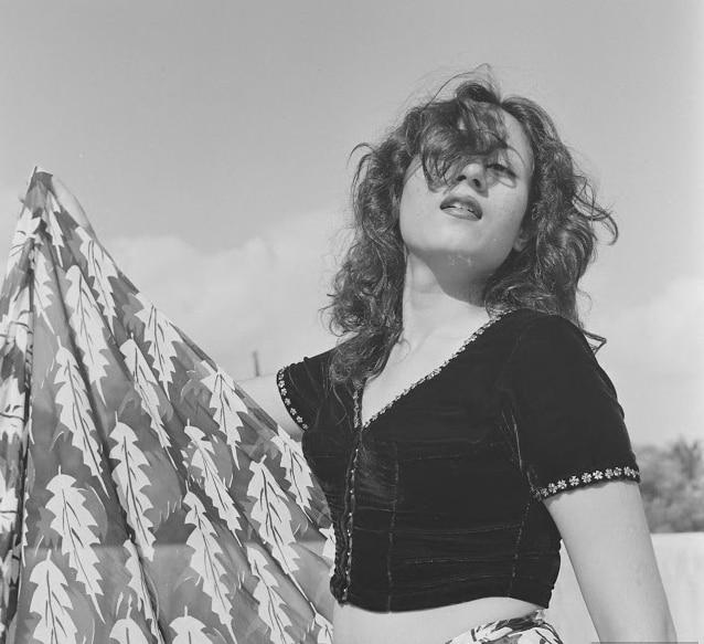 'हावडा ब्रिज' सिनेमात मधुबालाने एका क्लब डान्सरची भूमिका साकारली होती. या सिनेमातील तिच्या अदांनी प्रेक्षक घायाळ झाले होते. तर यानंतर आलेल्या 'चलती का नाम गाडी' सिनेमात आपल्या अभिनयाने तिने प्रेक्षकांना खळखळून हसवलं होतं.