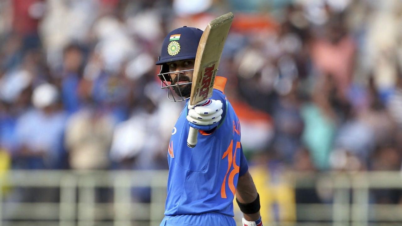 रनमशिन म्हणून ओळखला जाणारा विराट कोहलीदेखील त्याच्या पहिल्या सामन्यात 12 धावांवर बाद झाला होता. विराटने 2008 मध्ये श्रीलंकेविरुद्ध एकदिवसीय क्रिकेटमध्ये पदार्पण केले होते. सर्वात वेगवान 10 हजार धावा करण्याचा विक्रम त्याने केला आहे.