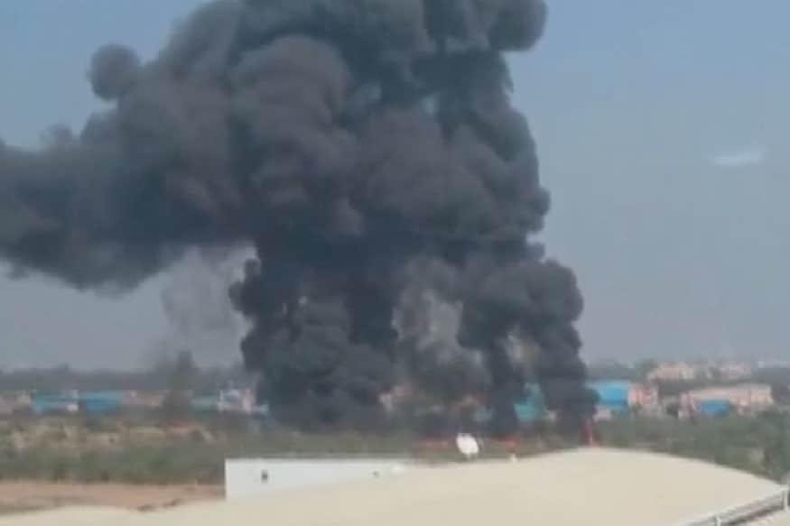 लढाऊ विमान कोसळल्याची दुर्घटना बेंगलुरू येथील एचएएल विमानतळावर घडली.