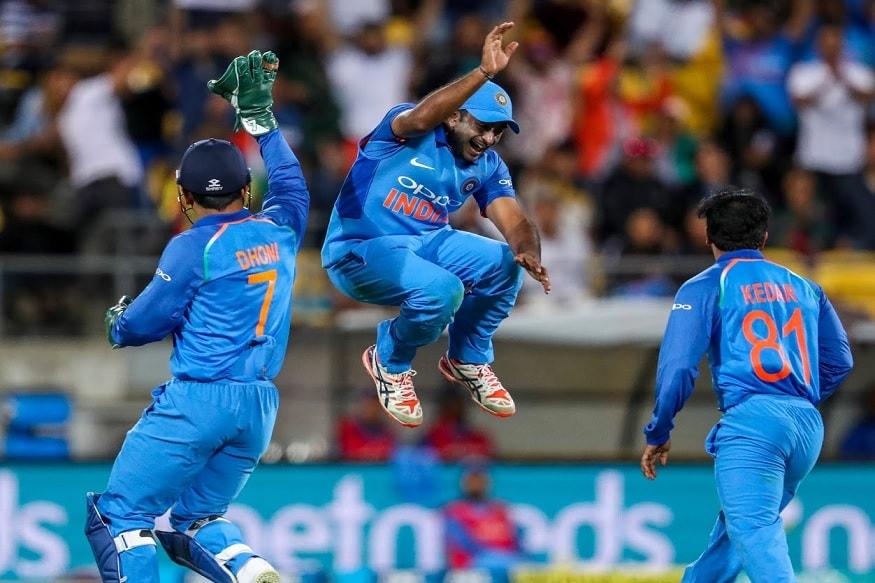 न्यूझीलंडविरुद्ध शेवटच्या एकदिवसीय सामन्यात भारतीय आघाडीचे फलंदाज अपयशी ठरले. त्यानंतर मधल्या फळीतील फलंदाजांनी केलेल्या खेळीमुळे भारताला 252 धावांपर्यंत मजल मारता आली.