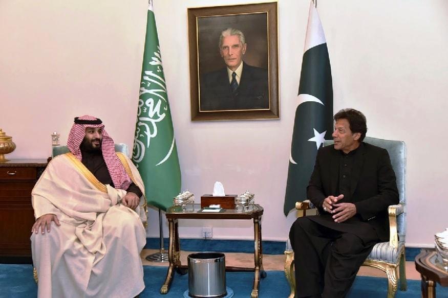 सौदी अरब - पाकची सौदीबरोबरचे सलोख्याचे संबंध उघड आहेत. नुकतीच सौदीच्या राजपुत्रांनी मोहम्मद बिन सलमान यांनी इम्रान खान यांची भेट घेतली होती. त्यावेळी पाकचे पंतप्रधान त्यांचे जणू ड्रायव्हर बनले होते.