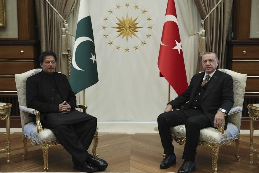 तुर्की - तुर्की हा पाकिस्तानचा मित्र आहे. दोन्ही इस्लामिक देश आहेत. नुकतीच पाकिस्तानचे राष्ट्रपती इम्रान खाननं तुर्कीचे राष्ट्रपती रजब तैयब एर्दोआन यांची भेट घेतली.