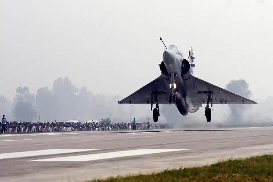 यावेळी भारतीय हवाई दलानं दहशतवादी तळावर 1000 किलोचा बॉम्ब फेकला आहे. त्यामुळे दहशतवाद्यांचं मोठं नुकसान झालं आहे.