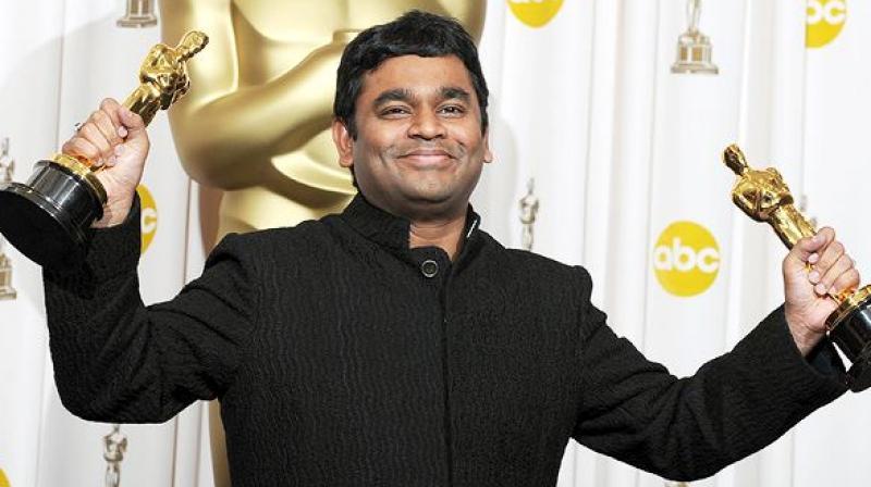 हॉलिवूडच्या प्रसिद्ध ऑस्कर पुरस्कारामध्येही याच सिनेमाची चर्चा होती. संगीत दिग्दर्शक आणि गायक म्हणून ए.आर. रेहमानला दोन पुरस्कार मिळाले होते.