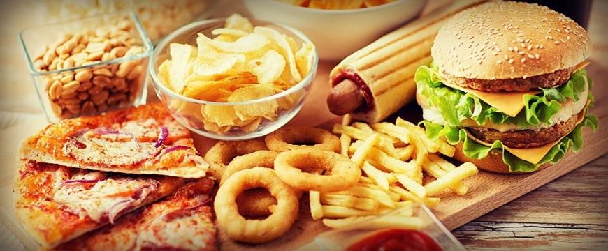 फॅटी फूड्स चवीला चांगले लागतात. पण ते सारखे खाल्ले तर नक्कीच त्रास होईल.