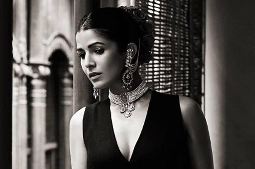 अभिनेत्री निमरत कौरचे वडील भारतीय सेनेत ऑफिसर होते. १९९४ मध्ये काही दहशतवाद्यांनी त्यांना ओलीस ठेवून त्यांची हत्या केली होती.