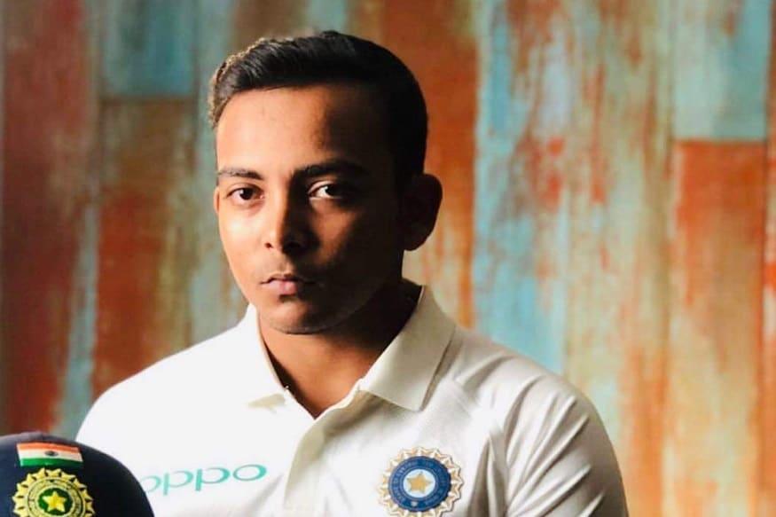 भारतीय क्रिकेट संघातील युवा फलंदाज पृथ्वी शॉ कोणत्या ना कोणत्या कारणाने चर्चेत असतो. आता त्याचा एक फोटो सोशल मीडियावर व्हायरल होत आहे.