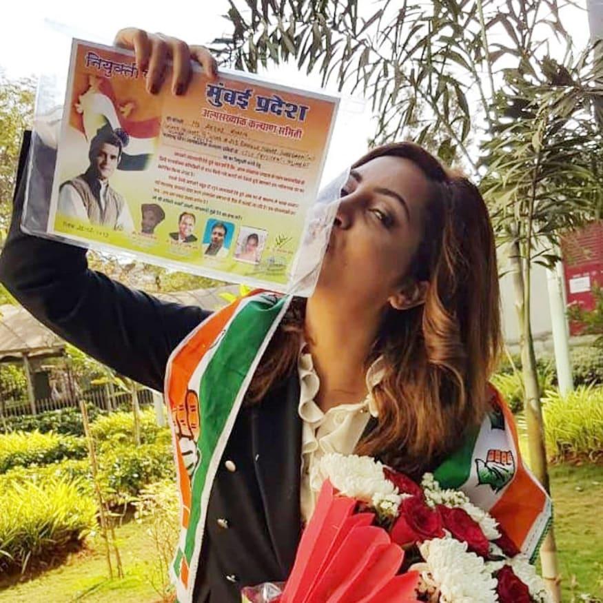 शिल्पाच्या पाठोपाठ अभिनेत्री अर्शी खान हिनेदेखील कॉंग्रेसमध्ये प्रवेश केला आहे.