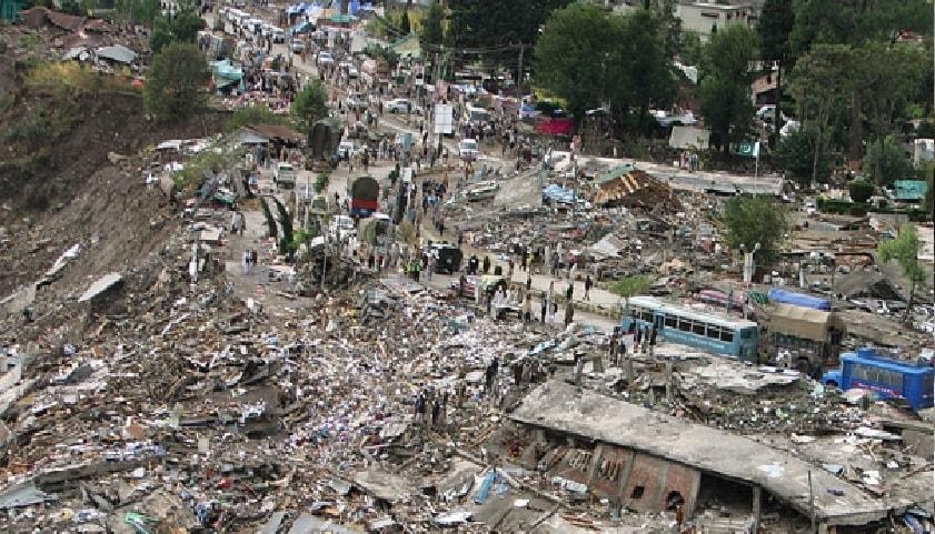 हा आणखी फोटो सध्या सोशल मीडियावर व्हायरल होत आहे. असं म्हणतात की एअर स्ट्राईकमध्ये मारले गेलेल्या दहशतवाद्यांचे हे मृतदेह आहेत. पण यामागेही सत्य वेगळंच आहे. हा फोटोदेखील 2005मध्ये झालेल्या भूकंपाचा आहे.