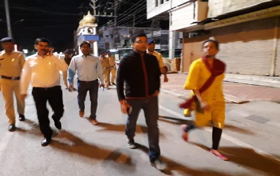लोकसभा आणि होळीच्या दरम्यान कोणताही अनूचित प्रकार घडू नये यासाठी इंदूर शहरातून भवरकुंआ ते जुनं इंदूरपर्यंत पोलिस संचलन होणार आहे, यामध्ये SSP रूचिवर्धन मिश्रांसह कलेक्टर लोकेश जाटव आणि एडीएम अजय कुमार सहभागी होणार आहेत.