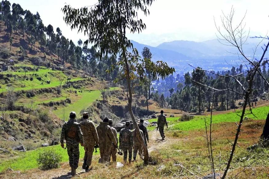 पाकिस्तानी लष्करानं त्या भागातलं पर्यटनही बंद केलंय. हवामान आणि संघटनात्मक कामं अशी कारणं दिली जातायत.