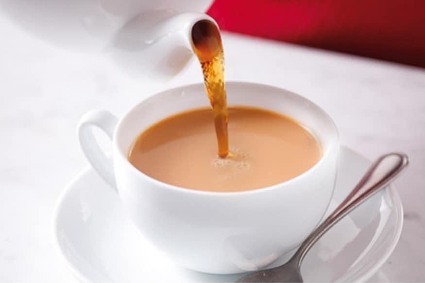अनेक लोकांना सकाळी उठल्यावर बेड टी घेण्याची सवय असते. अशा लोकांना झोपेतून उठण्यासाठीही चहाची गरज पडते. नाहीतर त्यांचा संपूर्ण दिवस बिघडून जातो.