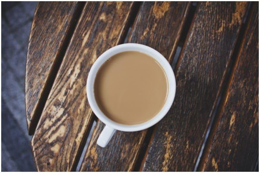 खरंतर चहामध्ये अनेक प्रकारचे अॅसिड असतात. त्यामुळे सकाळी उठल्यावर रिकाम्यापोटी आपण चहा घेतला तर दुष्पपरिणाम आपल्या पोटावर होतो.