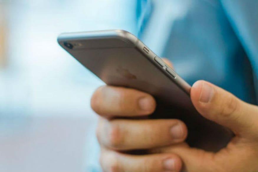 सध्याच्या स्पर्धेच्या युगात ग्राहकांना आकर्षित करण्यासाठी टेलिकॉम कंपन्यांमध्ये जबरदस्त रस्सीखेच सुरू असते. Cable.co.uk या संस्थेने केलेल्या संशोधनानुसार जगाचा विचार केला तर भारतामध्ये सर्वात स्वस्त मोबाइल डेटा मिळतो.
