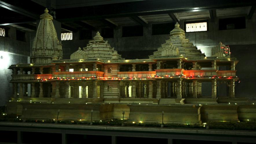 स्वातंत्रयानंतर हिंदुंनी मशिदीत प्रभु रामाच्या मुर्तीची प्रतिष्ठापना केली. तेव्हापासून हिंदु मंदिरात पूजा करु लागले तर मुस्लिमांनी नमाज पढने बंद केलं.