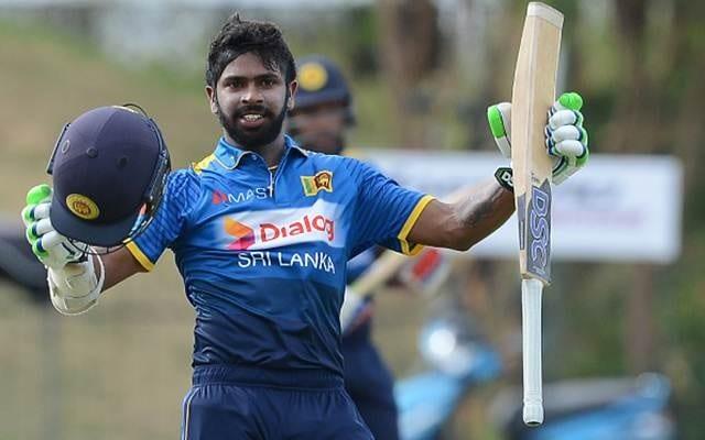 श्रीलंकेच्या संघाने गेल्या वर्षात एकदिवसीय सामन्यांत 500 पेक्षा जास्त धावा केलेल्या निरोशन डिक्वेलाला वगळलं आहे.
