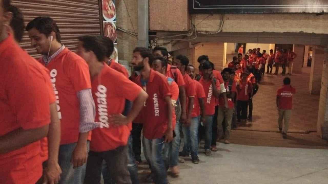राजस्थानमध्ये झोमॅटोनं 48 हॉटेलशी टायअप केलं आहे. झोमॅटोवर राजस्थानमध्ये एका दिवसात 292 फूड डिलिव्हरी ऑर्डर होत असल्याची नोंद करण्यात आली आहे.