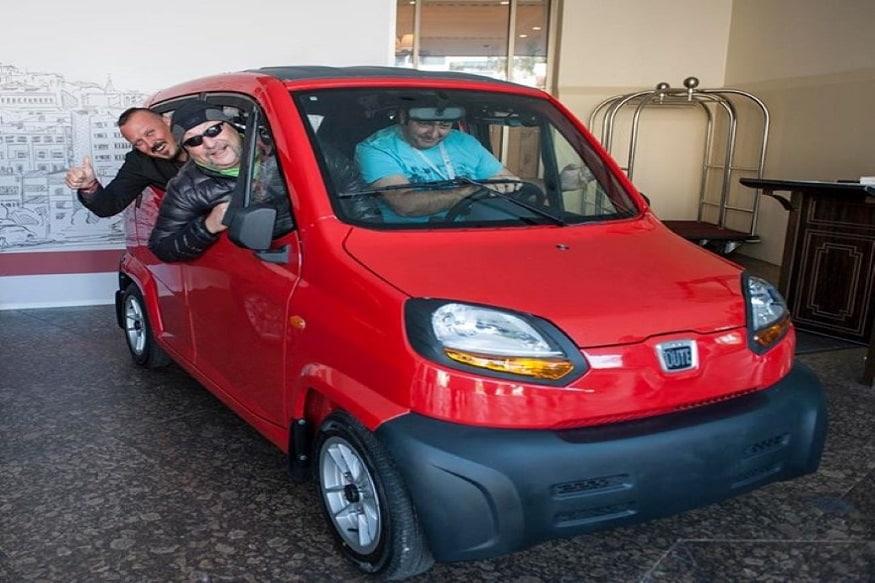 या कारमध्ये 4 जण बसू शकतात. Quteचा टाॅप स्पीड टॉप स्पीड 70 किलोमीटर प्रति तास आहे. इंजिन छोटं असल्यामुळे Qute 35 किलोमीटर प्रति लीटर अॅव्हरेज देते.