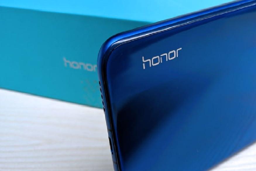 अशा अनेक गोष्टींमुळे खास ठरलेल्या या स्मार्टफोनची किंमत भारतात 14,700 रुपयांपर्यंत आहे.