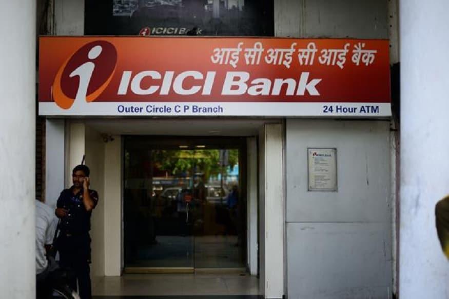 सर्वात मोठी खासगी बँक ICICI दुसऱ्या नंबरवर आहे. बँकेत 81,548 कर्मचारी आहे. मुख्य आॅफिस मुंबईत आहे.