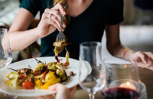 वयाच्या पन्नाशीनंतरही महिलांना फिट ठेवणारा आहार