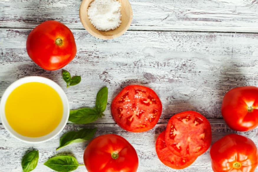 कांद्याचा रस किंवा टोमॅटोच्या रसाचं सेवन करू नका, तसंच कच्चा कांदा देखील खाऊ नका.
