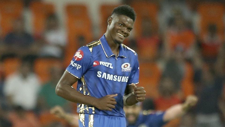 मुंबई इंडियन्सकडून खेळताना जोसेफनं राजस्थान रॉयल्स विरोधात 3 ओव्हरमध्ये तब्बल 50 धावा दिल्या होत्या. त्यावेळी क्षेत्ररक्षण करताना त्याला गंभीर दुखापत झाली होती.