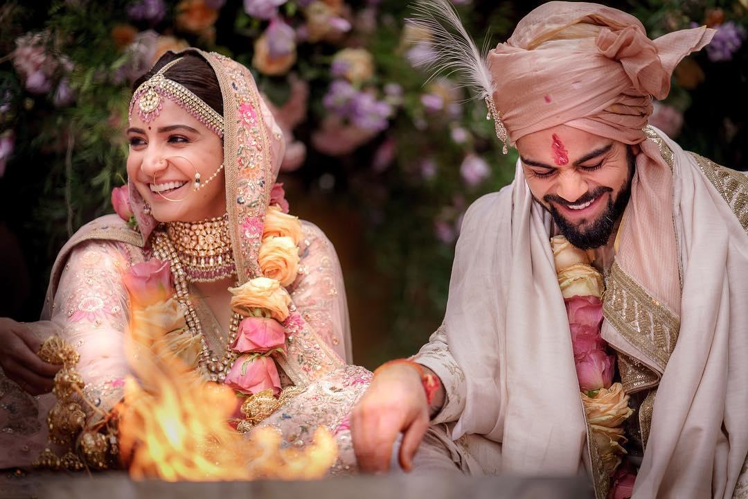 अभिनयाची कोणतीही कौटुंबीक पार्श्वभूमी नसताना बॉलिवूडमध्ये पदार्पण करणाऱ्या अनुष्कानं आपल्या मेहनतीनं या क्षेत्रात स्वतःची वेगळी ओळख निर्माण केली. त्यानंतर 2017मध्ये ती भारतीय क्रिकेट संघांचा कर्णधार विराट कोहलीहीशी विवाह बंधनात अडकली.