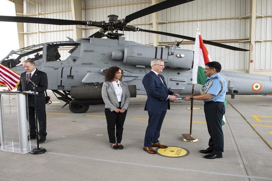 हेलिकॉप्टर भारताच्या हवाली करताना भारतीय सेनेचे एअर मार्शल ए.एस. बुटेला, बोईंग आणि अमेरिकेचे प्रशासकीय अधिकारी देखील हजर होते.