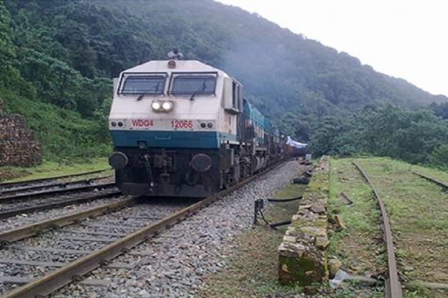 कोकणात जाणाऱ्यांसाठी मोठी बातमी, मुंबईतून धावणार विशेष रेल्वे गाड्या