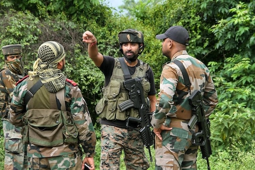 Jammu: Security personnel cordon off an area during a search operation after militants opened fire at a CRPF post at Jahjar Kotli on Srinagar-Jammu National highway, Wednesday, Sept 12, 2018. (PTI Photo)(PTI9_12_2018_000042B)