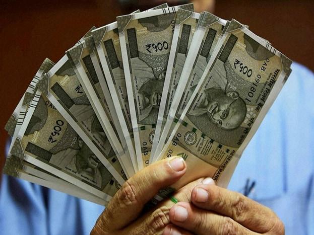 तुम्ही 30 वर्षाचे असाल तर दिवसाला 95 रुपये बचत करा. 12.5 टक्के रिटर्नप्रमाणे तुम्ही 60व्या वर्षी कोट्यधीश व्हाल.
