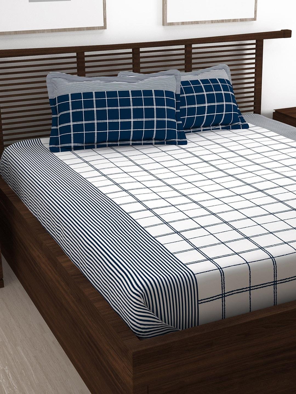 उन्हाळ्यात कॉटनच्या बेडशीट्स वापरणं उत्तम पर्याय आहे. यासोबतच जास्त भरगच्च डिझाईन नसलेल्या इंग्लिश कलर किंवा डोळ्यांना शांत वाटणारे रंग वापरले तर अधिक उत्तम.